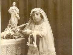 La comunión de María de los Reyes Sánchez Gómez. Fallecida hace 15 años, es la madre de mi esposa Macarena y de otros nueve hijos más.