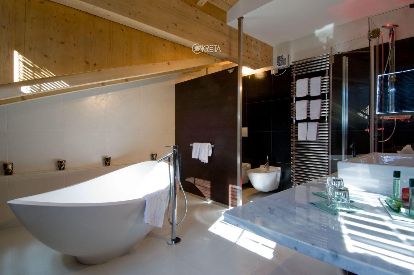 Panoramica sul bagno di una suite dell'hotel Concordia