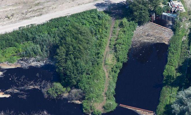 Sur le bassin d'Arcachon, la population manifeste contre la pollution après un accident industriel