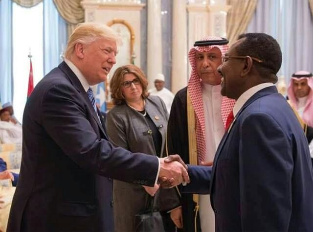 الفريق طه عثمان الحسين و الرئيس الامريكي  دونالد تراب