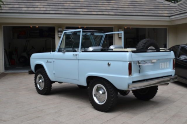 1966 Ford Bronco (Arcadian Blue/Silver/ Gray)