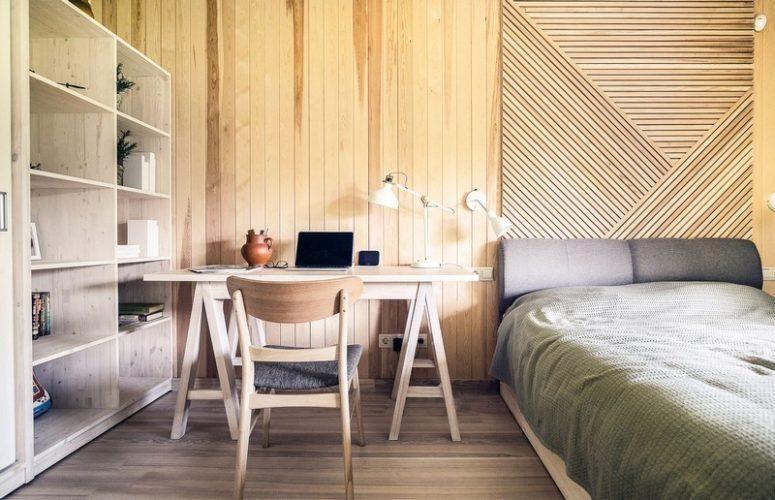 Schlafzimmer Mit Einem Arbeitsbereich, Der In Holz Gekleidet Ist