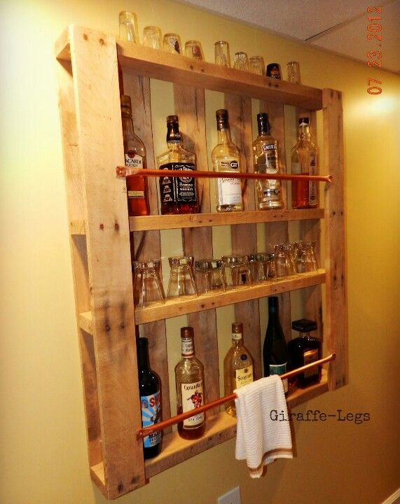 Another pallet wall bar i think i would have stained it for Pallet wine bar