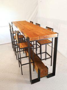 Mesas altas, esta es un poco angosta, pero la idea esta buena, algo tiene que tener para apoyar los pies si o si