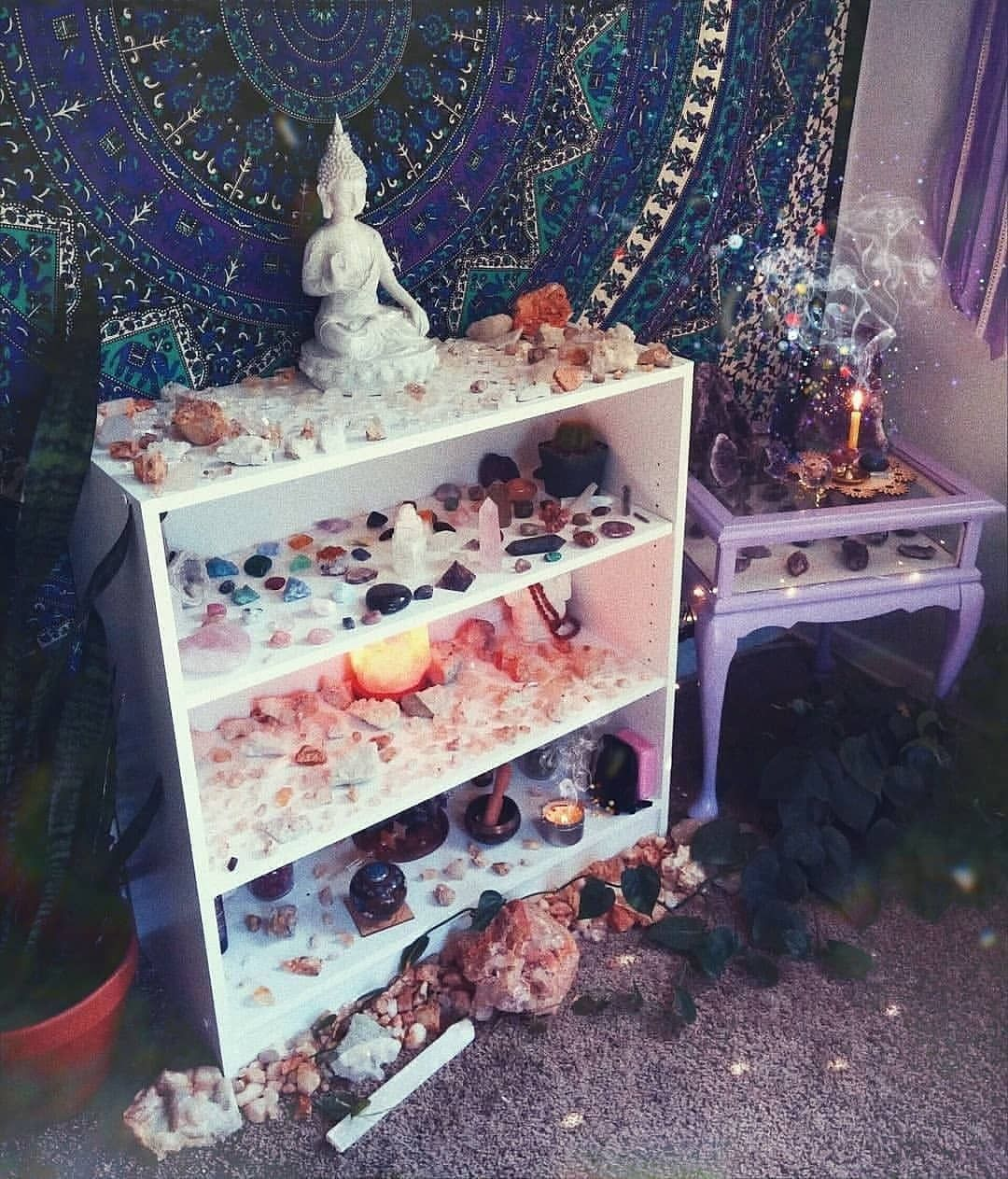 """🌟🌜 𝑰𝒏𝒔𝒕𝒂 𝘾𝙧𝙮𝙨𝙩𝙖𝙡𝙨🌛🌟 on Instagram: """"How beautiful is this altar setup?? 😍🔮 Tag someone who'd love it!! Follow @insta.crystals .  credit: @mothercelestial"""""""