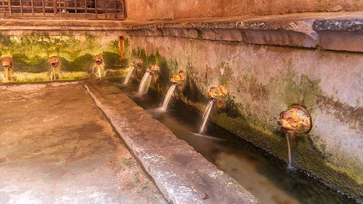 Der mittelalterliche Waschsalon von Cefalù http://www.trip-tipp.com/sizilien/ausfluege-stadt/cefalu.htm