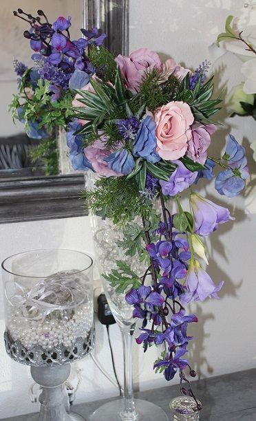 Bruidsboeket druppel model van zijden bloemen. div. bruidsboeketten te vinden op  www.thewayyouare.nl