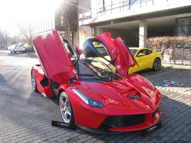 First Ferrari LaFerrari to be auctioned http://www.motorverso.com ...
