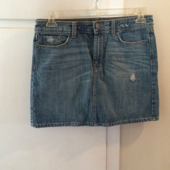 Gap denim skirt sz 4 Great condition. Front and back pockets. GAP Skirts