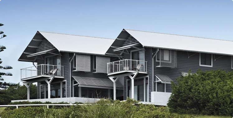 Best Surfmist Roof With Dark Grey Weatherboards House Colors 400 x 300