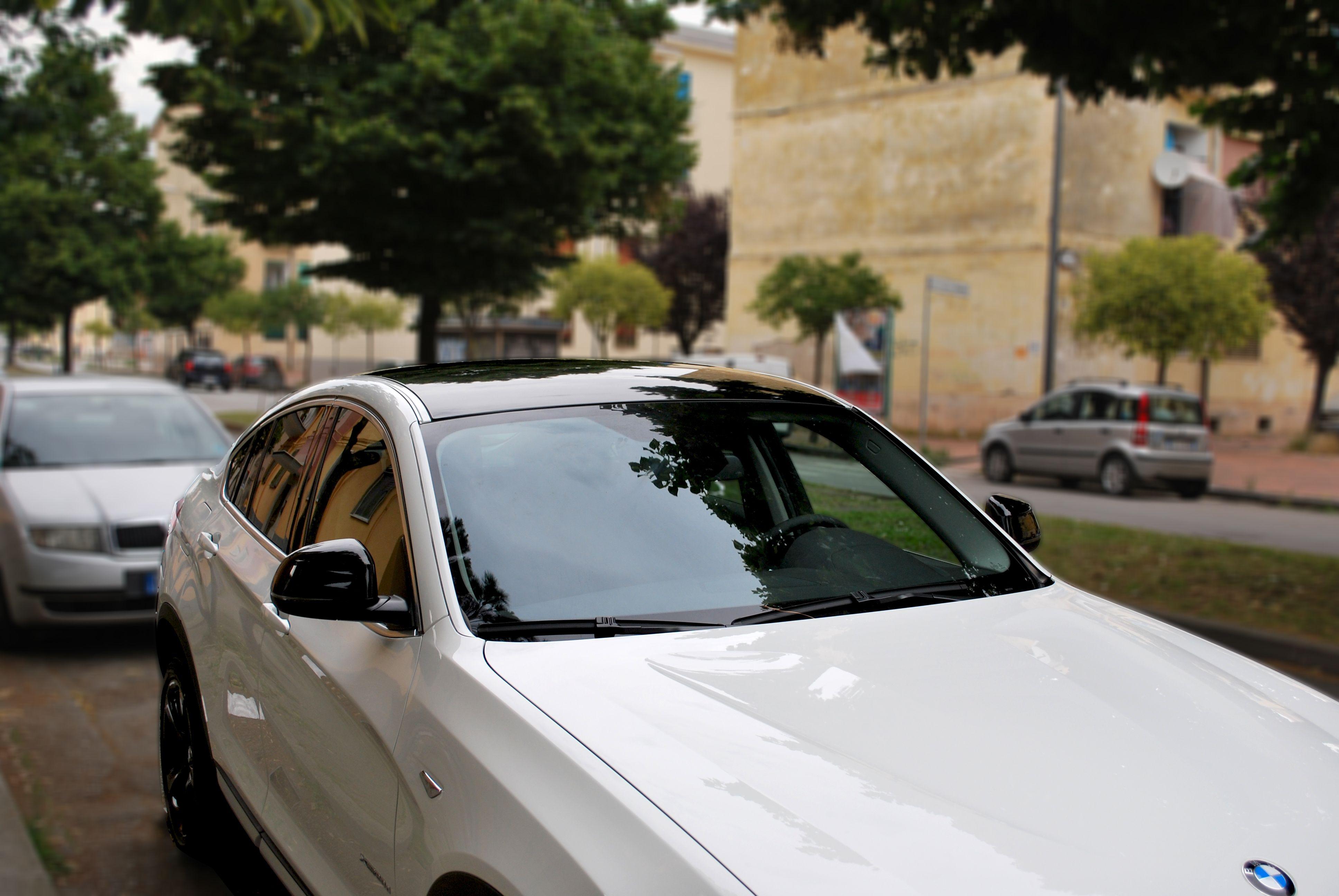 bmw x4 - wrapping tettuccio e specchietti in nero lucido. santorografica effettua anche il wrapping di singole parti della vostra autovettura con pellicole specifiche per il wrapping e garantite. visita: http://www.santorografica.com/car-wrapping.php  verticals: wrapping specchietto, wrapping tettuccio, wrapping paraurti, wrapping cofano, wrapping portabagagli