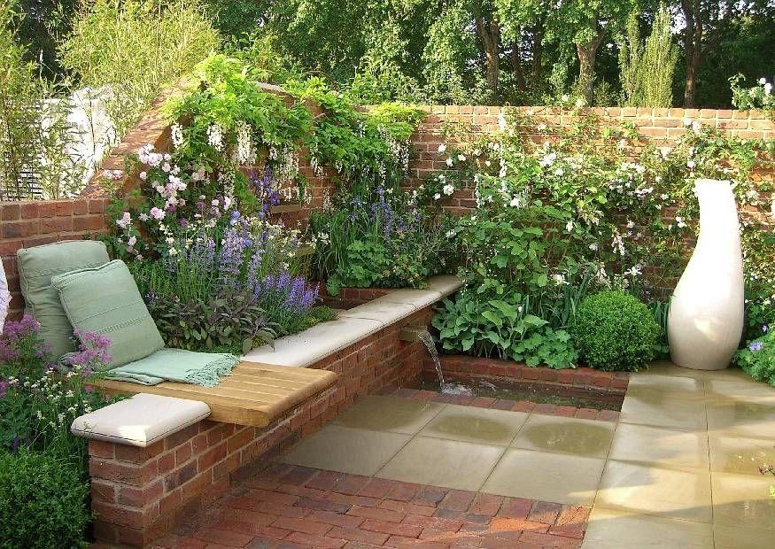 gemütliche liege zwischen blumen und brunnen | garden backyard