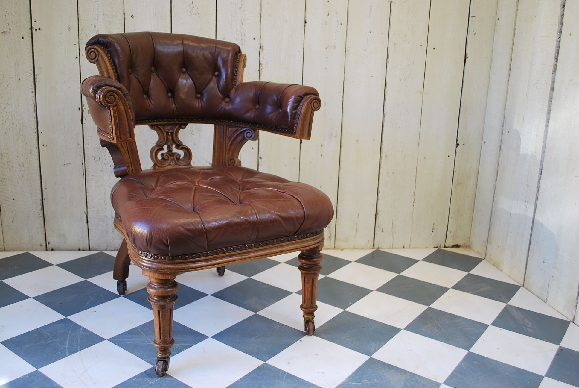 Enjoyable Oversized Oak And Leather Desk Chair For Sale Cotswolds Uk Beatyapartments Chair Design Images Beatyapartmentscom