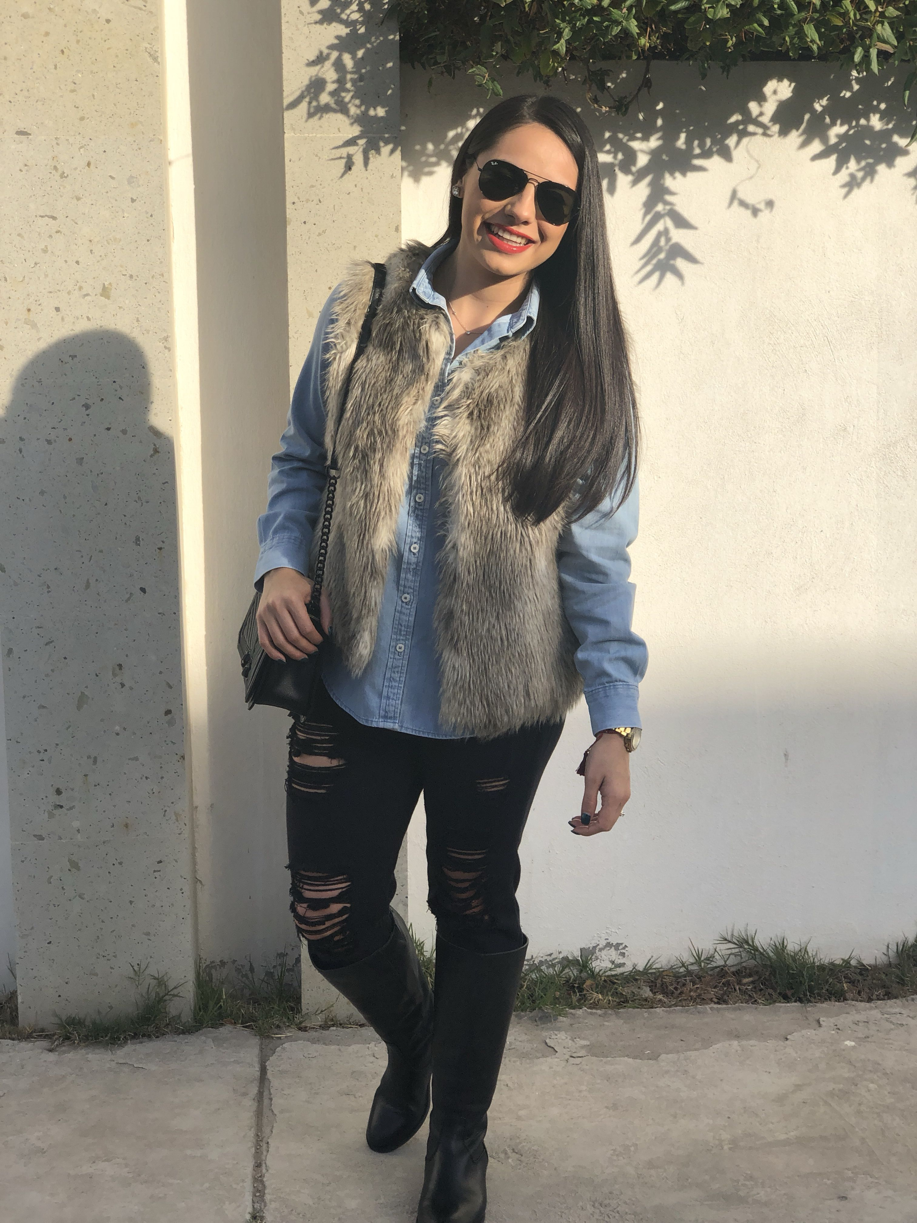 Instagram: prettyinpau | Black boots outfit, Black fur vest