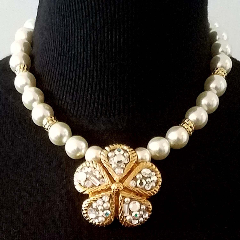 collier perle et fleur