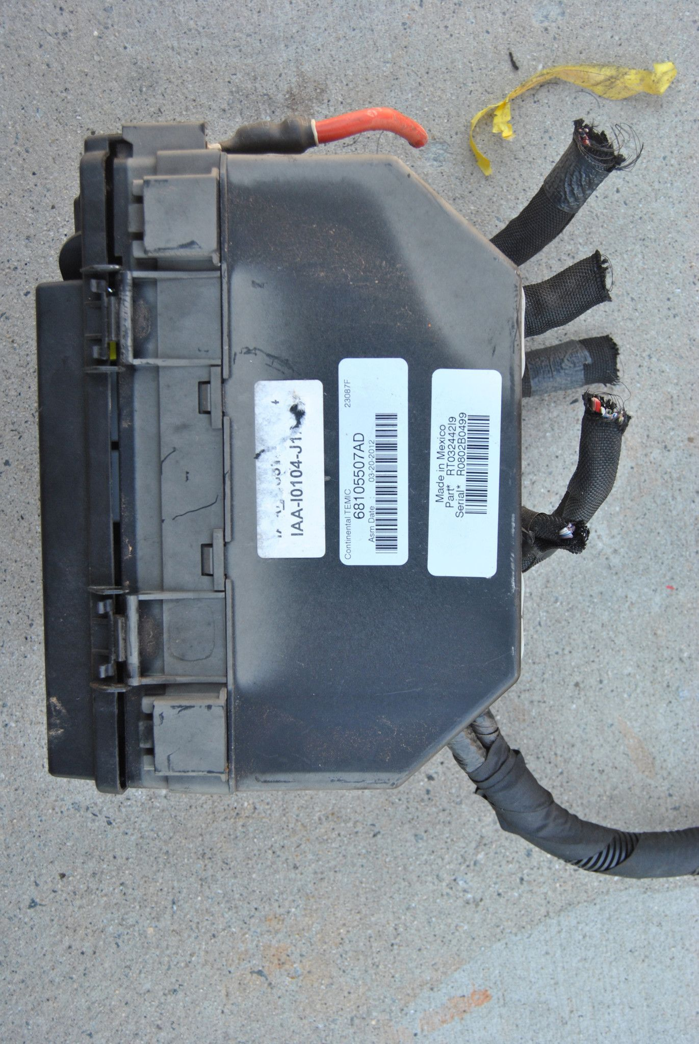 hight resolution of dodge grand caravan town country 3 6 fuse relay box oem 68105507 ad 11 12 13 14