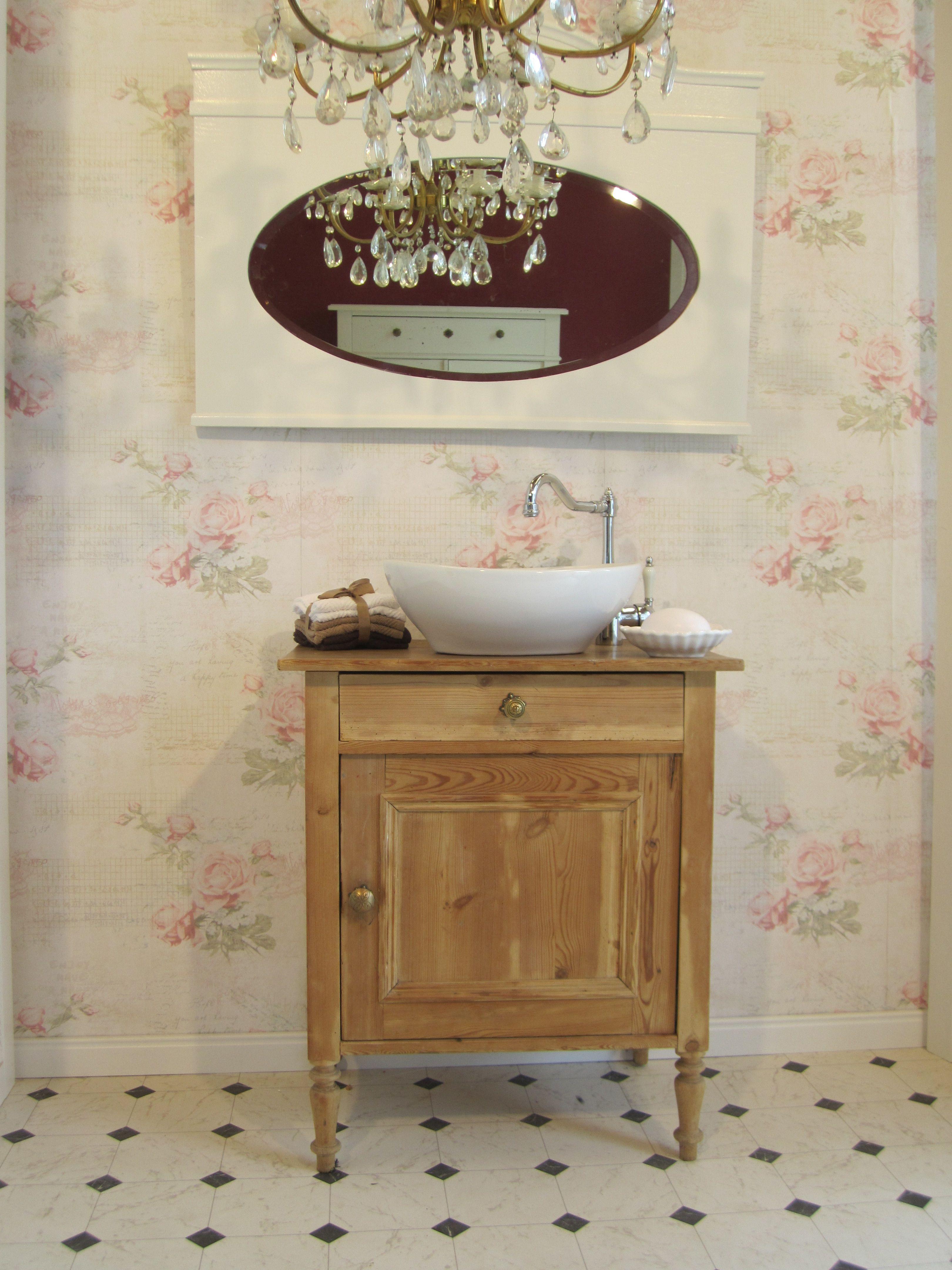 badm bel landhaus ein sch nes badm bel landhausstil ist die waschkommode little memory aus. Black Bedroom Furniture Sets. Home Design Ideas