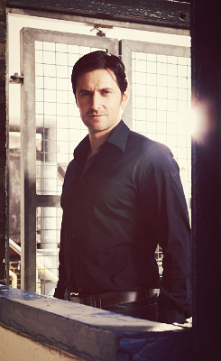 """Richard Armitage """"I like him a little wide in the middle - beefy. He looks best like that."""" I think it's just the angle of the photo"""