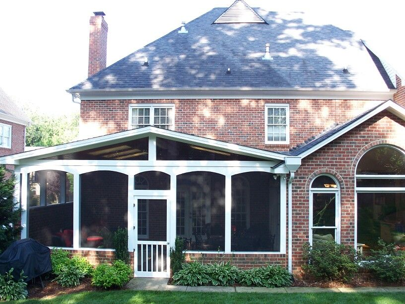 Great Screened Porch Built On Concrete Slab With Matching Low Brick Knee Walls And Decorative Inset Ellipse Sp Traditional Porch Screened Porch Porch Knee Wall