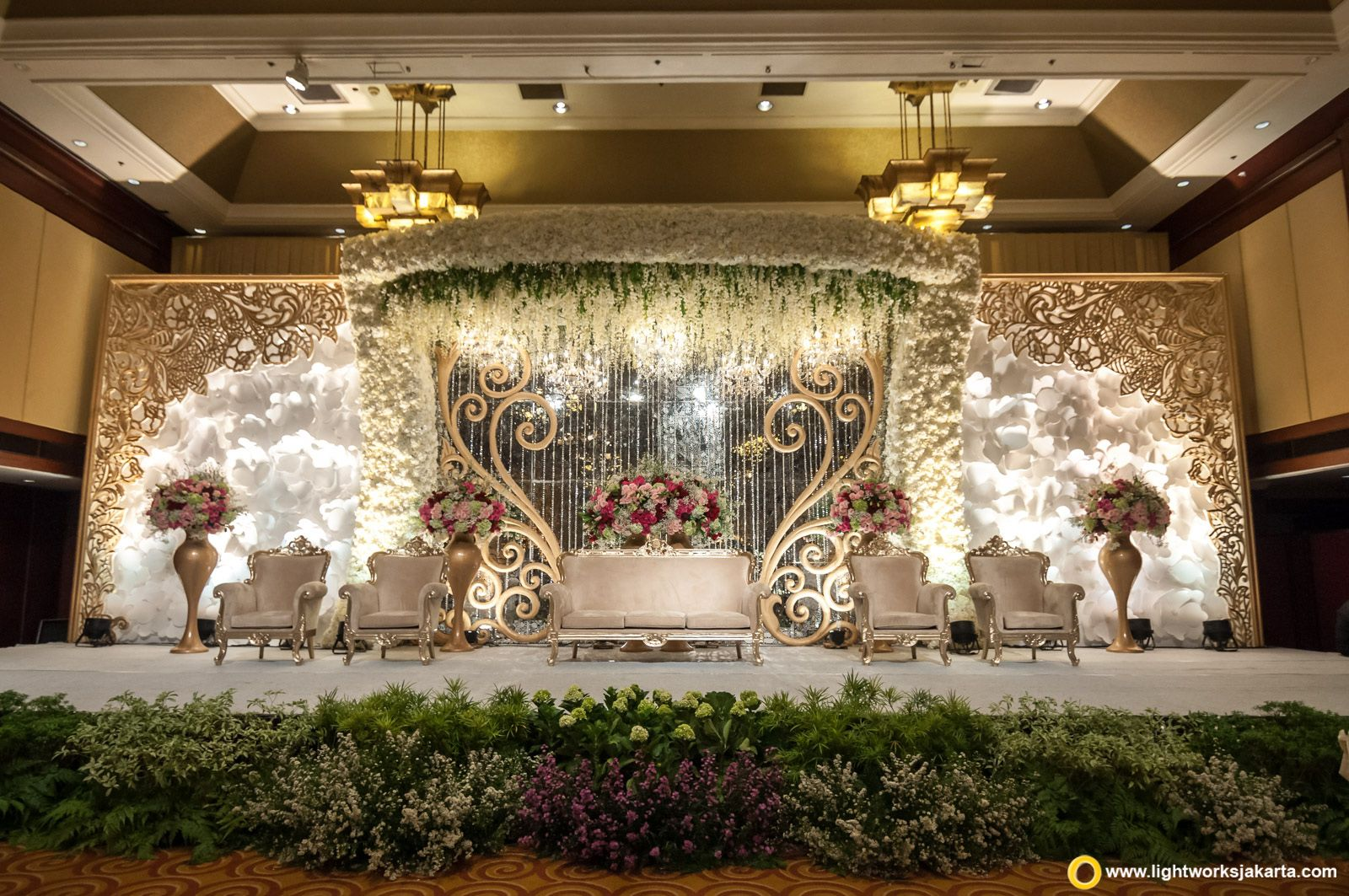 Putra and felicia wedding reception venue at hotel borobudur putra and felicia wedding reception venue at hotel borobudur jakarta decoration by white pearl junglespirit