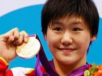 Photo # 8: July 29, 2012 - China - women's swimming - by Reuters - 156 x 208  Olympia 2012 —16-Jährige Chinesin schwimmt Weltrekord   Video Ye Shiwen holte sich Gold über 400-Meter-Lagen. Staunen gab es bei den Fans des US-Schwimmers Michael Phelps: Der 14-fache Olympiasieger verpasste die Medaillenränge ganz.