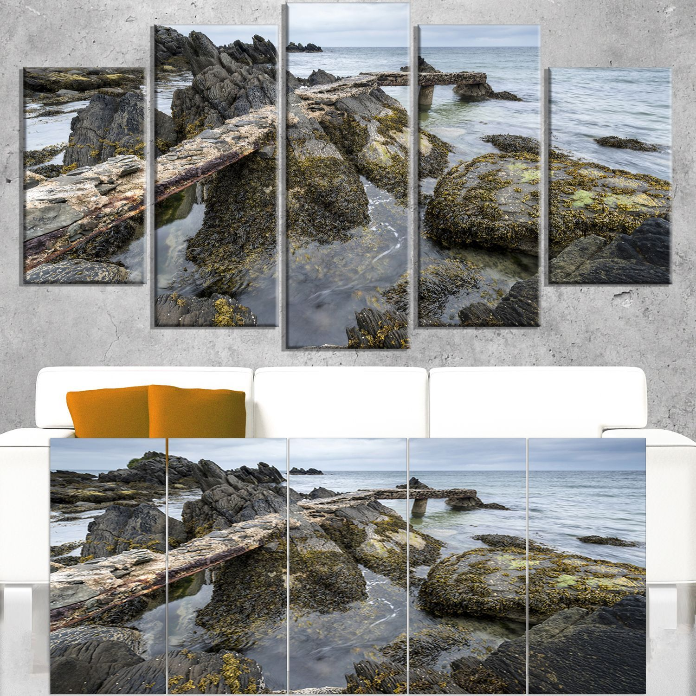 DESIGN ART Rocky North Ireland Seashore - Modern Seascape Artwork