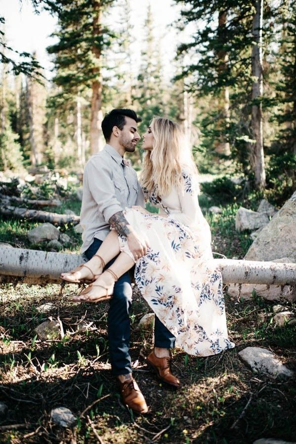 Cozy Cute Cool Fall Engagement Outfit Ideas Junebug Weddings Engagement Photos Fall Fall Engagement Pictures Fall Engagement Shoots