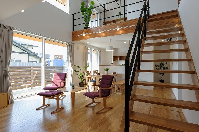 小布施町の注文住宅写真集 開放感のあるホワイトモダンの家 住宅 吹き抜け リビング階段 模様替え