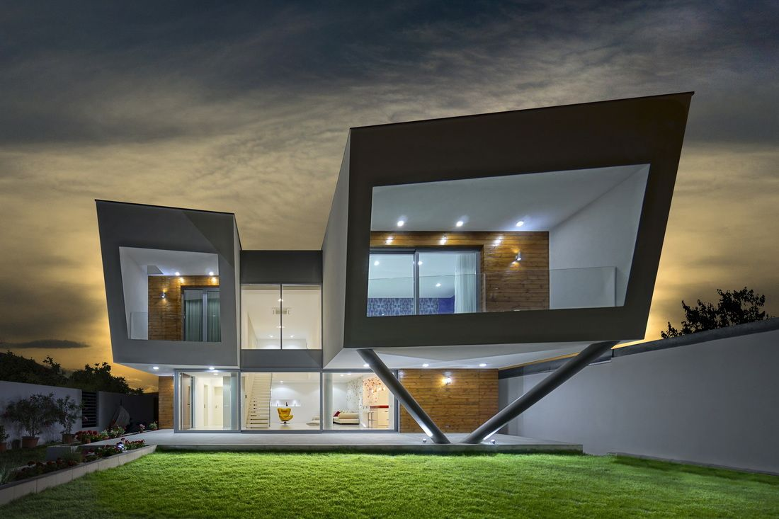 Newly Built In 2015 This Luxury Villa Is Situated North Of Bucharest It Is A Beautiful Building That C Modern Architecture Contemporary Interior Design House
