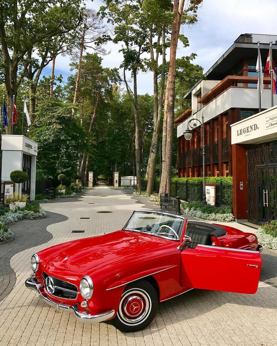what a wonderful 1961 mercedes benz 190 sl w121 isn t it what is your favorite color for this エキゾチックカー カー エキゾチック pinterest