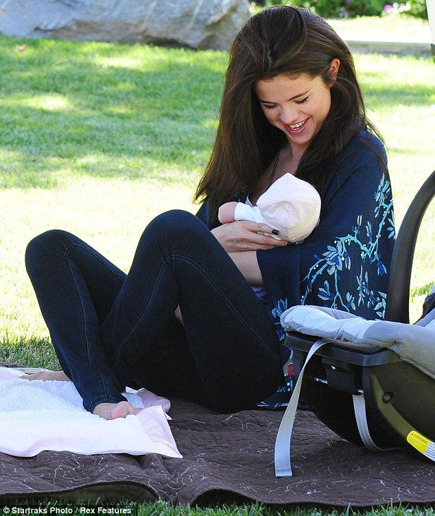does selena gomez have a baby sister