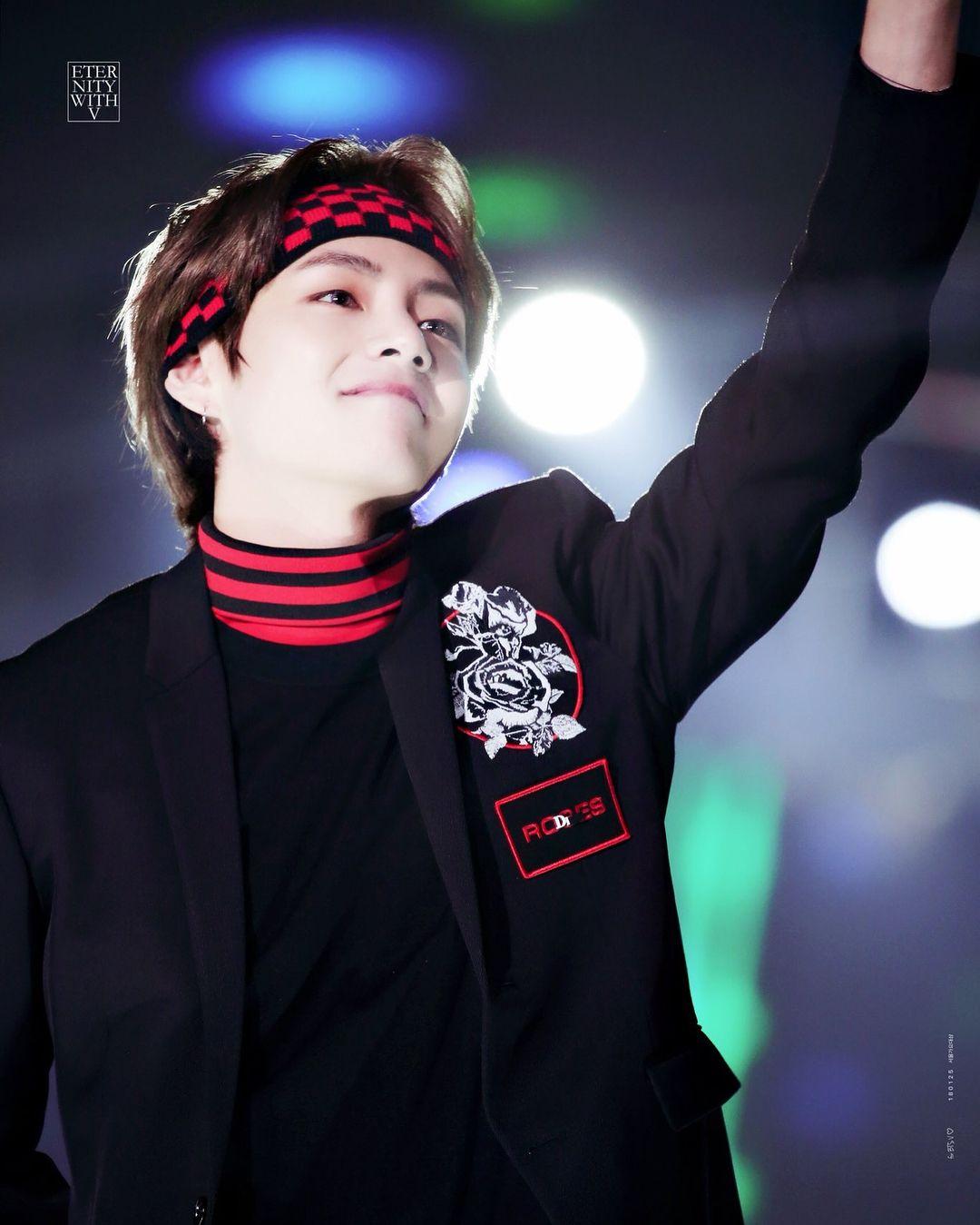 Most Handsome K Pop Male Idols Bts V Kim Tae Hyung Kpop K Pop Music K Pop Boy Groups Best Seoul Music Awards Seoul Music Awards 2017 Kim Taehyung
