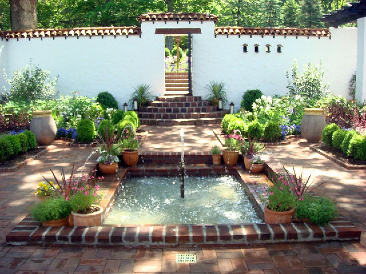 Spanish Courtyards Spectacular Modern Interior And