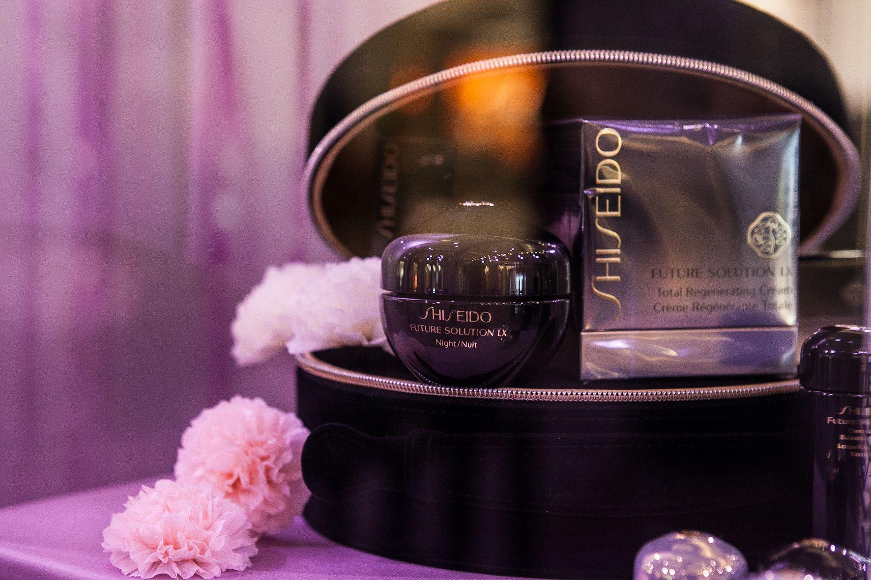 Präsentation des #Shiseido Future Solution LX Ultimate Regenerating Serum bei der Eröffnung der KaDeWe Beauty World  im Herbst 2012.