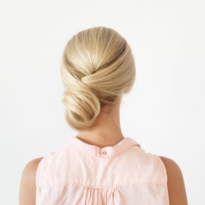 twisted chignon brdial hairstyle #theperfectblend #updos #greenwedding #twistedhairstyle #weddinghair #weddings #weddingtime #makeup #braidstyles #braidedupdo #softcurls #twistedupdo