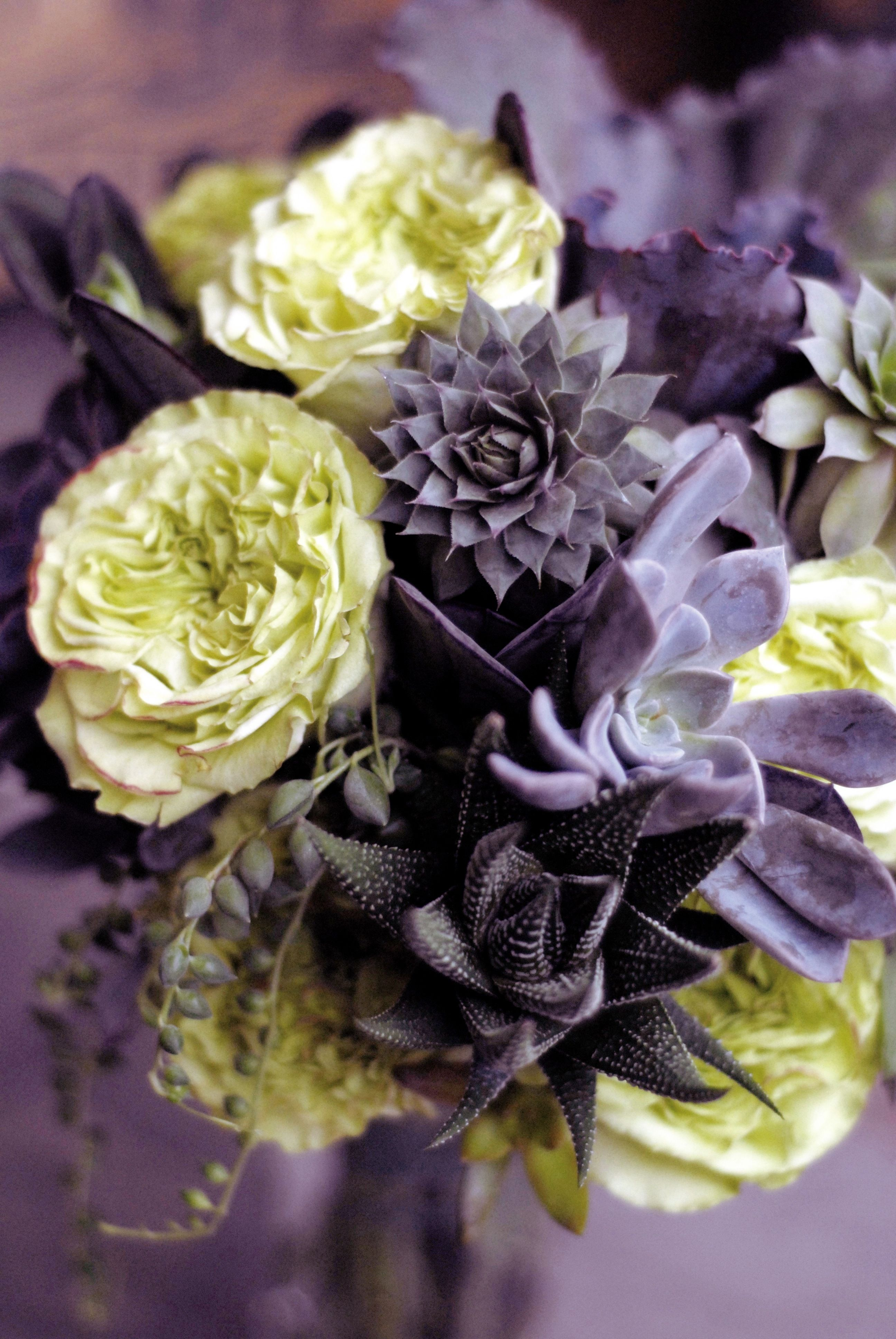 Bridal bouquet with succulents and super green roses