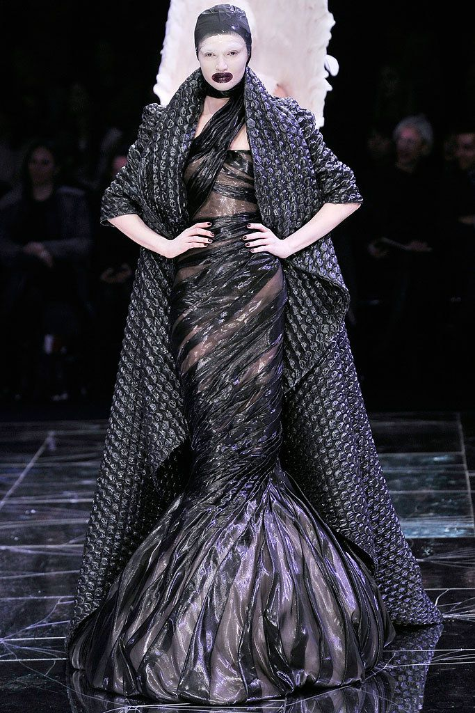 Alexander McQueen Fall 2009 Ready-to-Wear Fashion Show ...