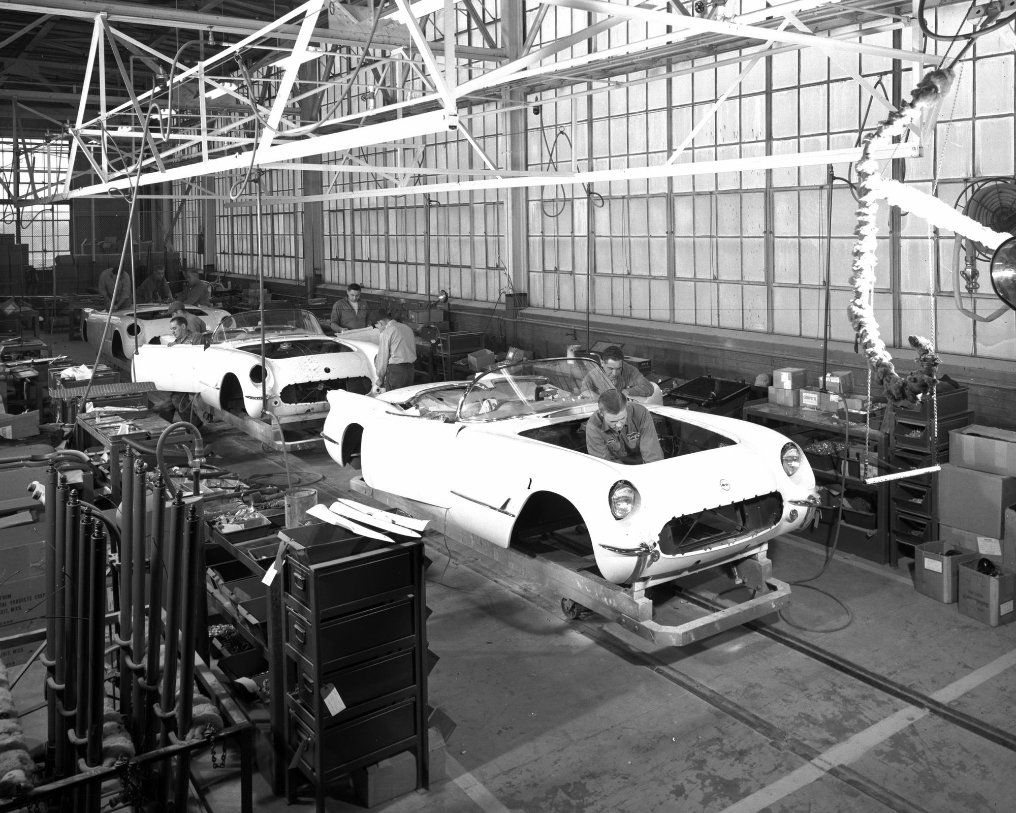 1953 corvette production line at st louis plant molded fiber glass produced all body