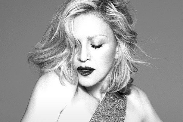 """Madonna aparece em versão toureira no clipe de """"Living For Love"""" - http://metropolitanafm.uol.com.br/musicas/madonna-aparece-em-versao-toureira-no-clipe-de-living-love"""