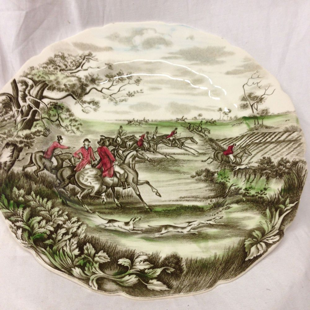 Johnson Brothers Round Tally Ho Full Cry Dinner Plate 10 3 4