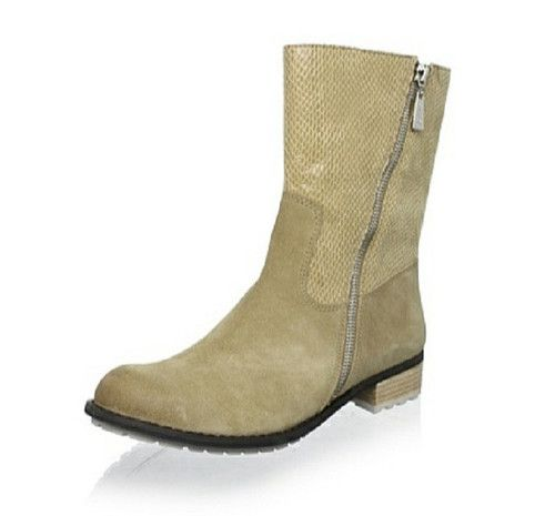 The Matt Bernson Taupe Suede/Snake Dakota Boots Size 7.5 & 8.5 Sale $124.99ea. Step into comfort in this seasons edgy and cool boots. Sleek dark black suede lower plays contrast to the glossy snake embossed texture of these striking Matt Bernson Dakota boots.A great way to update your wardrobe.