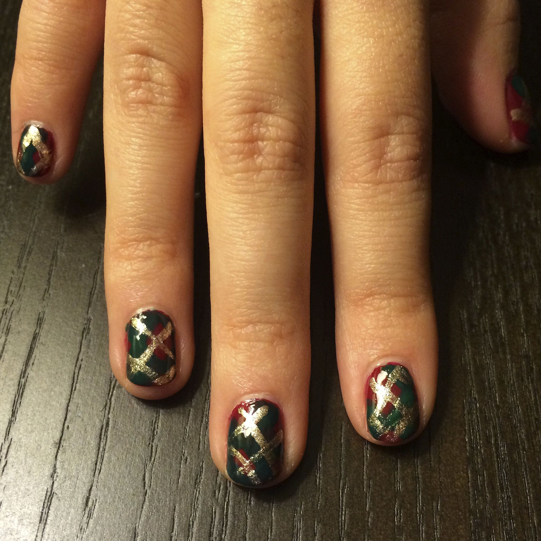 Youure going to be mad for this plaid holiday nail art design