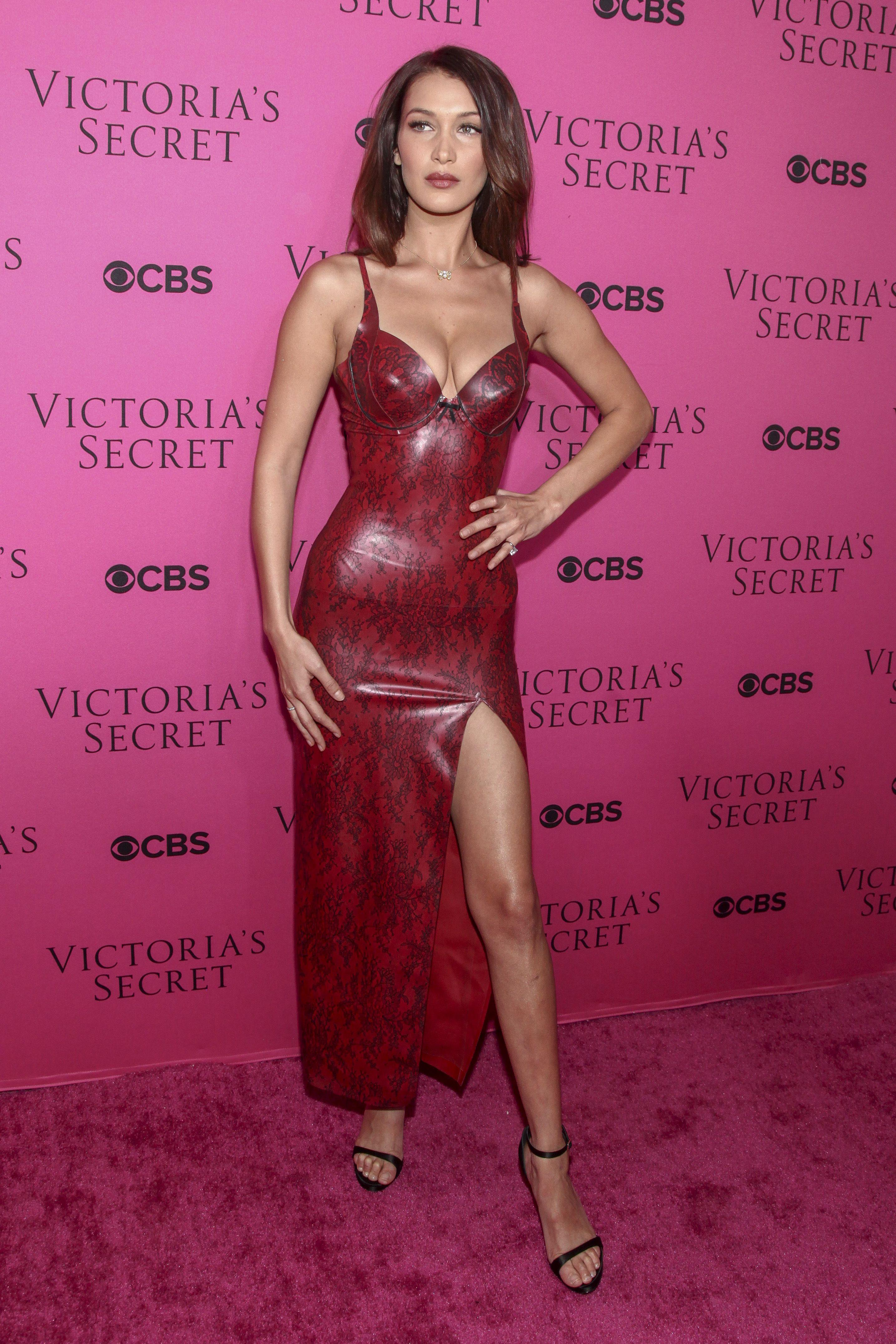 Vestido de Bella Haddid http://costureiro.com.br | Vestidos (dresses ...