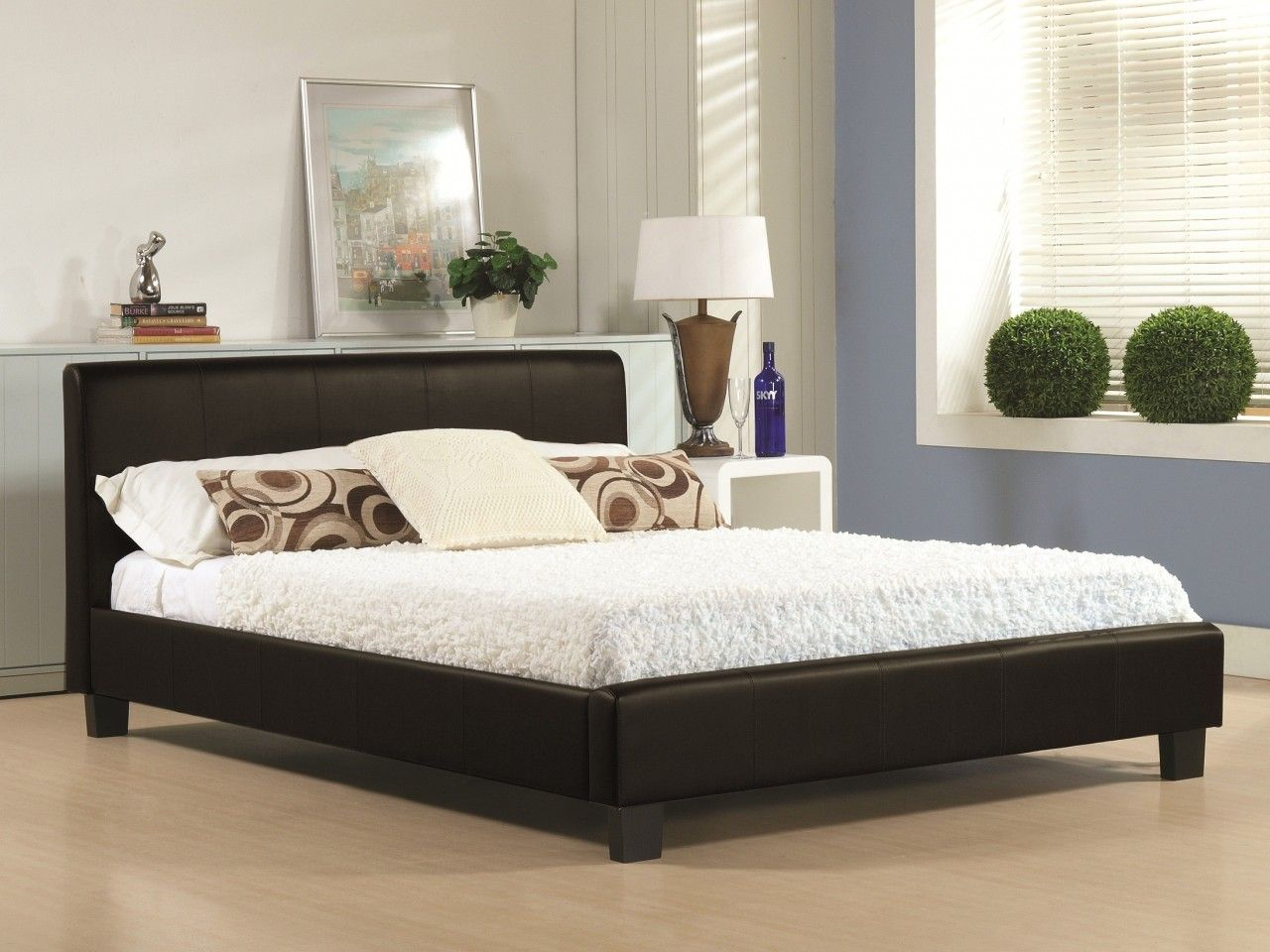 Double bed furniture design - Create Desired Illusion By Suitable Furniture Arrangement Beds Uk