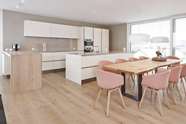 Offene Wohnküche Siematic S2 in Lack mit Theke aus Holz und