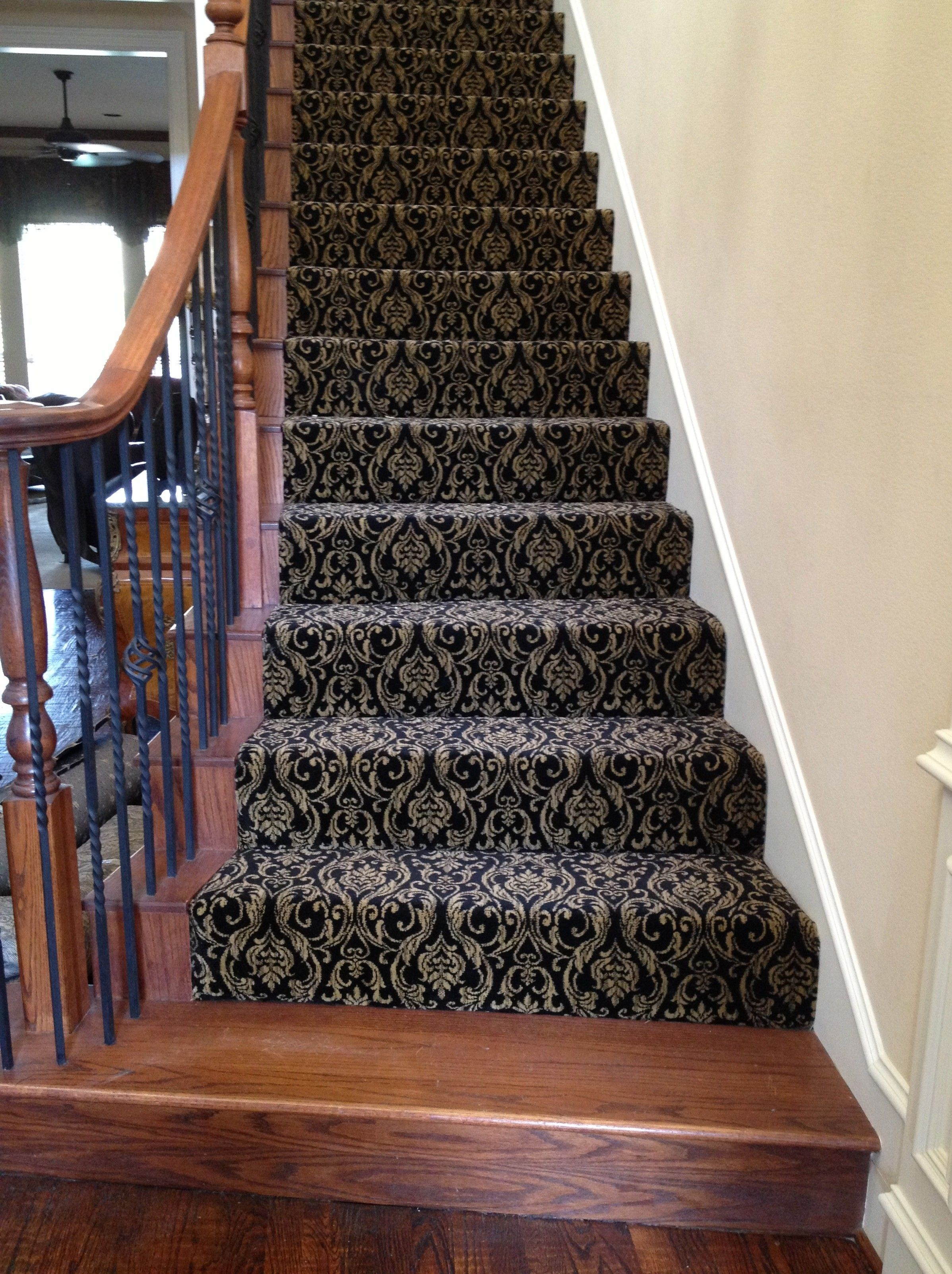 Breathtaking 32 Incredible Diy Staircase Makeover Ideas To Refresh The Entire Home Atmosphere Ht Carpet Staircase Patterned Stair Carpet Diy Staircase Makeover