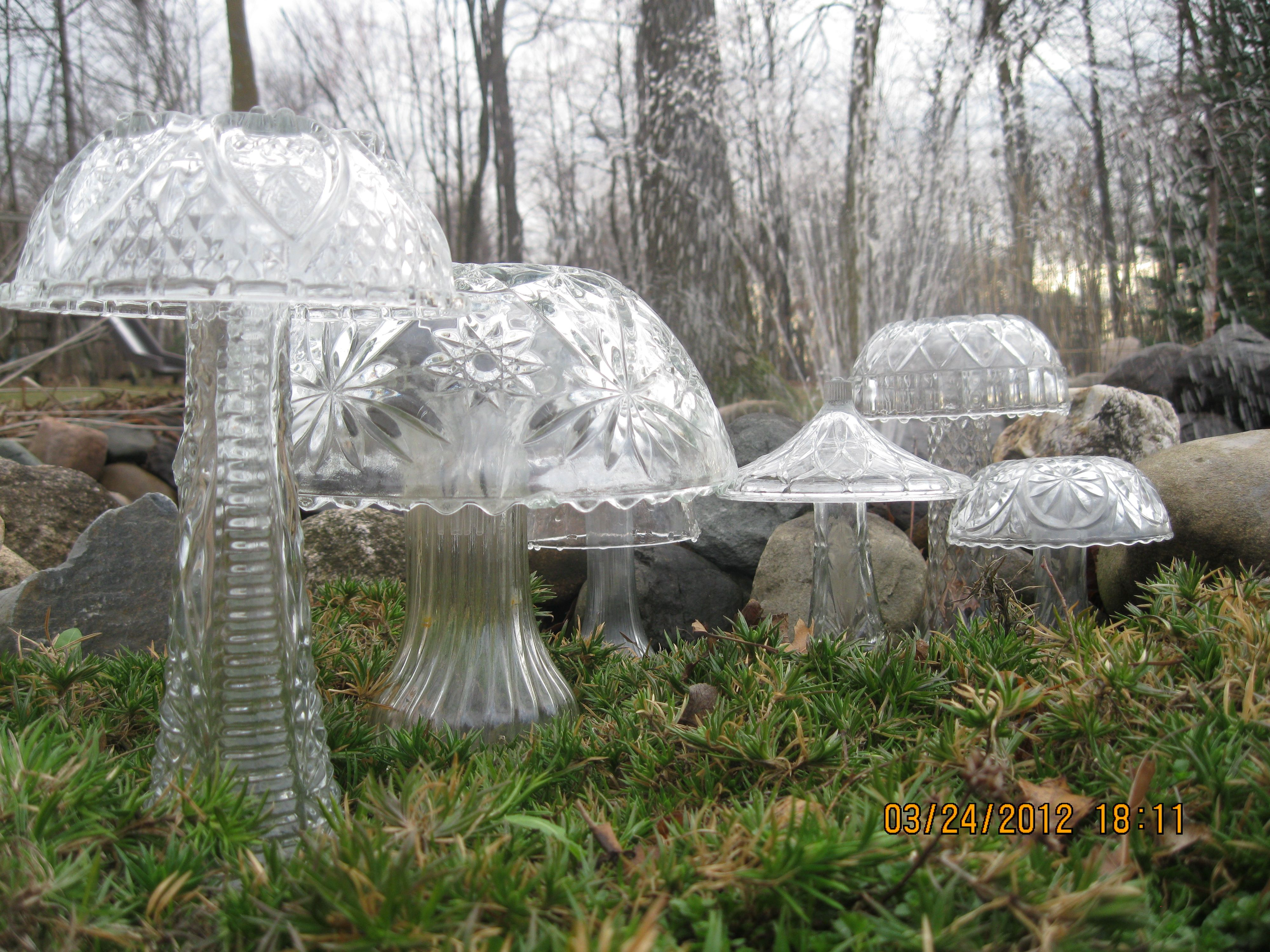 How to make glass yard art - Glitzy Diy Garden Art Mushrooms Toadstools Of All Sizes Made From Cut Glass Bowls