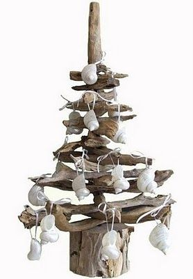Lovely Trash: Creative ways to reuse trash | Driftwood Christmas tree