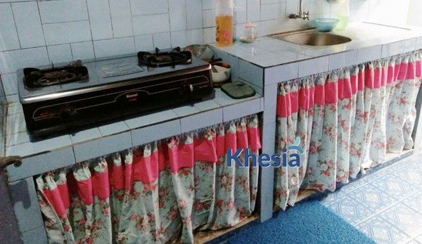 Tirai Penutup Kolong Meja Dapur