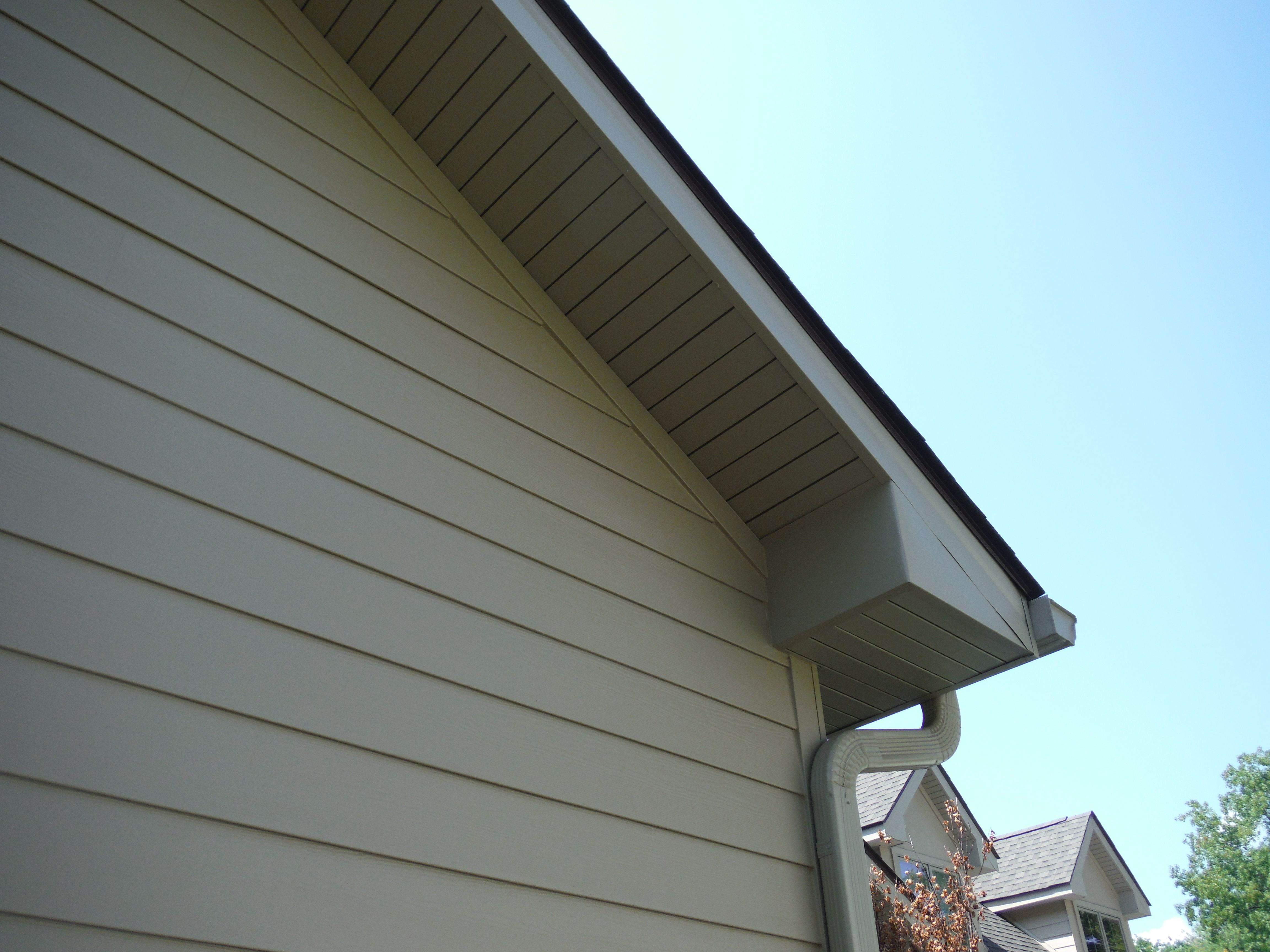 Another Close Up Picture Of Jh Lap Siding In Khaki Brown 7 1 4 Inch Exposure With A Look At The Aluminum Wra Hardie Siding Shingle Siding James Hardie Siding